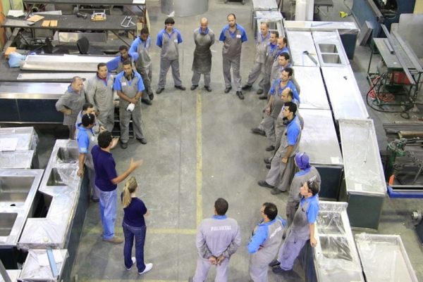 training-meeting-in-a-ecodesign-stainless-steel-company-in-brazil.jpeg